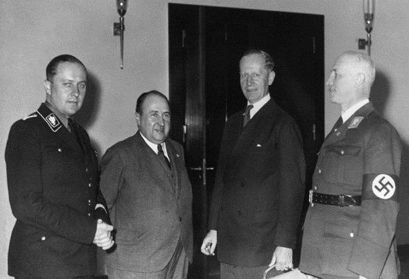 Руководители новой экономики. Слева направо Дарре, Вальтер Функ (глава Комиссии экономической политики), Курт Шмитт (министр экономики) и Готфрид Федер (статс-секретарь Министерства экономики)