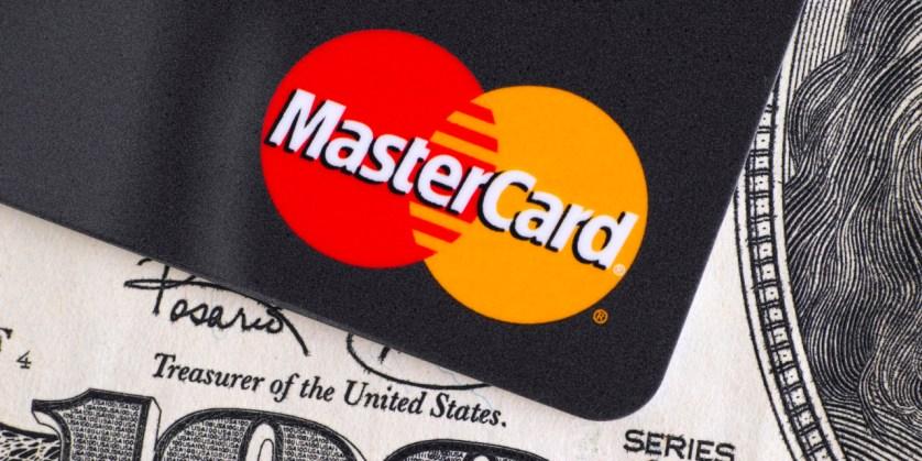 Российский интернет-омбудсмен пошутил про грядущую «смерть» MasterCard