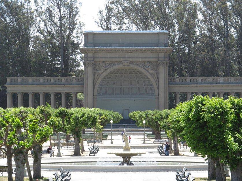"""Парк паранормального – так называют парк """"Золотые ворота"""" в Сан-Франциско штата Калифорния (США). Духи гуляют тут наравне с живым посетителями, так что историй о встречах с нежитью отсюда приносят много."""