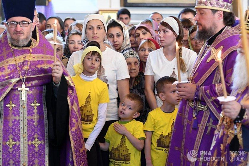 """""""Приход должен быть… не только местом молитвы, а местом объединения людей"""", подчеркнул патриарх, обращаясь к православным верующим в Узбекистане."""
