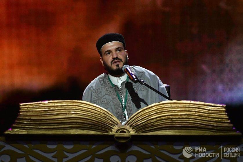 Участник из Египта выступает на XVIII Московском Международном конкурсе чтецов Корана в Москве. 8 сентября 2017