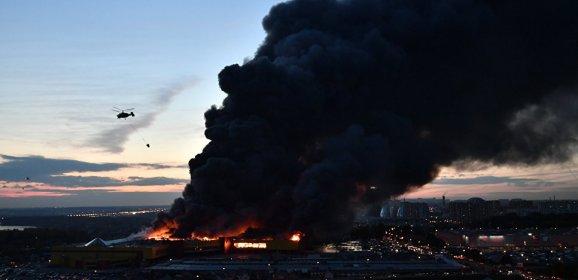اندلاع حريق كبير في سوق للاخشاب في موسكو