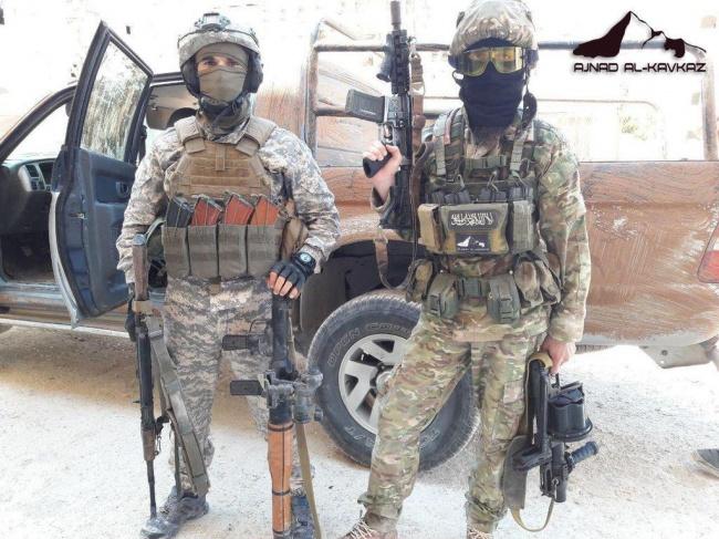 Экипировкой и вооружением как у «Аджнад аль-Кавказ» могут похвастать далеко не все джихадисты в Сирии. Фото: twitter.com.