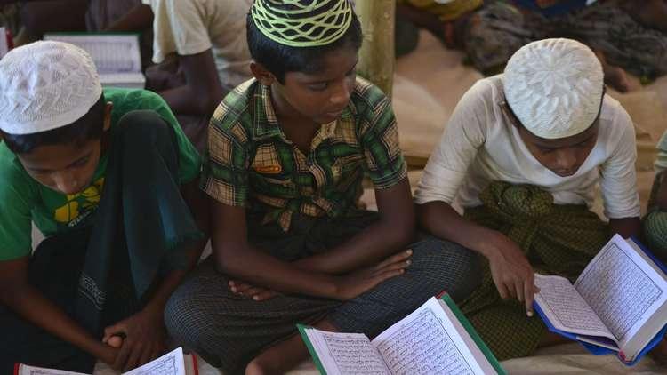 وزيرة التربية الجزائرية تنوه بالمقررات الدينية في المدارس