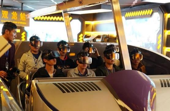 أجهزة روبوت عملاقة وقلاع خيالية في متنزه للواقع الافتراضي بالصين