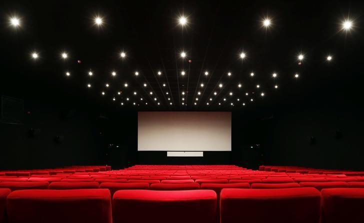 السعودية ستسمح بفتح دور سينما اعتبارا من مطلع 2018