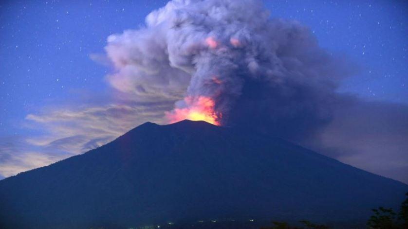 هاواي تصدر إنذارا من غاز سام ناتج عن ثوران بركان كيلاويا
