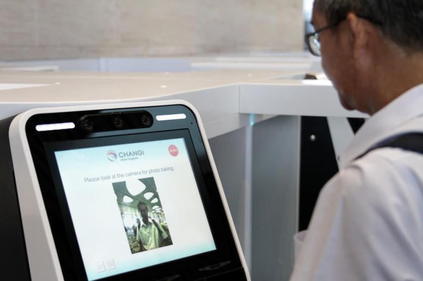 مطار بسنغافورة يختبر تكنولوجيا التعرف على الوجه لإيجاد المسافرين المتأخرين