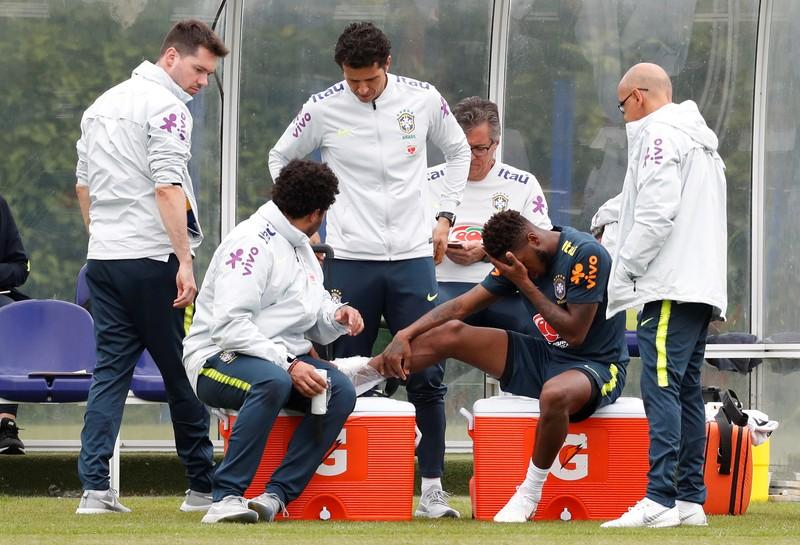 البرازيلي فريد يتعرض لإصابة في الكاحل خلال تدريب في لندن