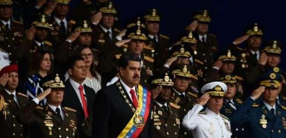 والدة مشتبه به في محاولة اغتيال مادورو تطالب بأدلة على أنه لا يزال حيا