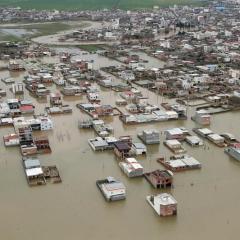 الفيضانات تجبر إيران على إخلاء قرى وأمريكا تنفي إضرار العقوبات بجهود الإغاثة