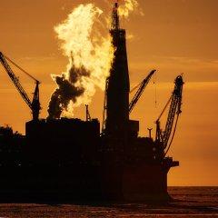 بسبب الحرب التجارية… أسعار النفط تتراجع