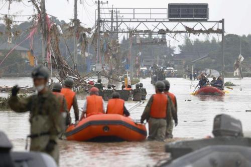 مخاوف أن يكون نحو 40 شخصا قد قتلوا مع تعرض جنوب غرب اليابان لأمطار غزيرة