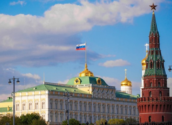 Кремль не считает критику с Запада из-за Навального поводом для экстренного ответа Путина