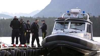 Канадских рыбаков эвакуировали вертолетами с терпящего бедствие судна