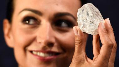 Владелец самого крупного алмаза попробует распилить его для продажи