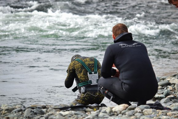 A man prepares to go spearfishing on the Sob river