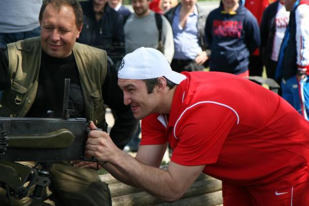 alex-ovechkin-shooting-guns