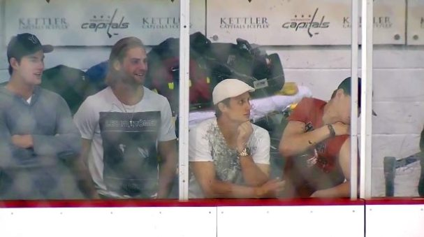 braden-holtby-laughs-alumni-game
