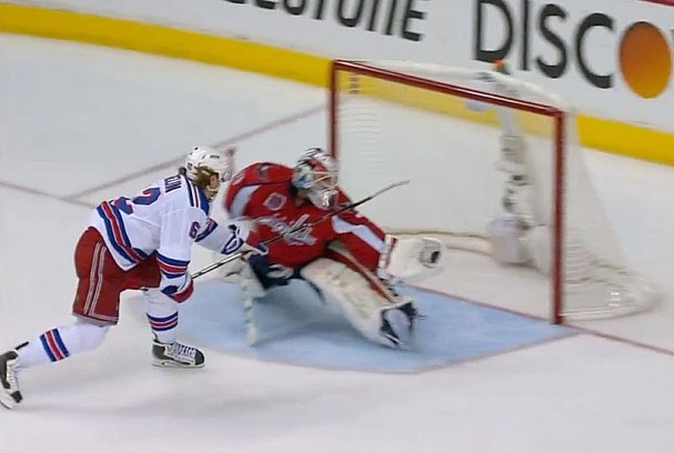 braden-holtby-penalty-shot