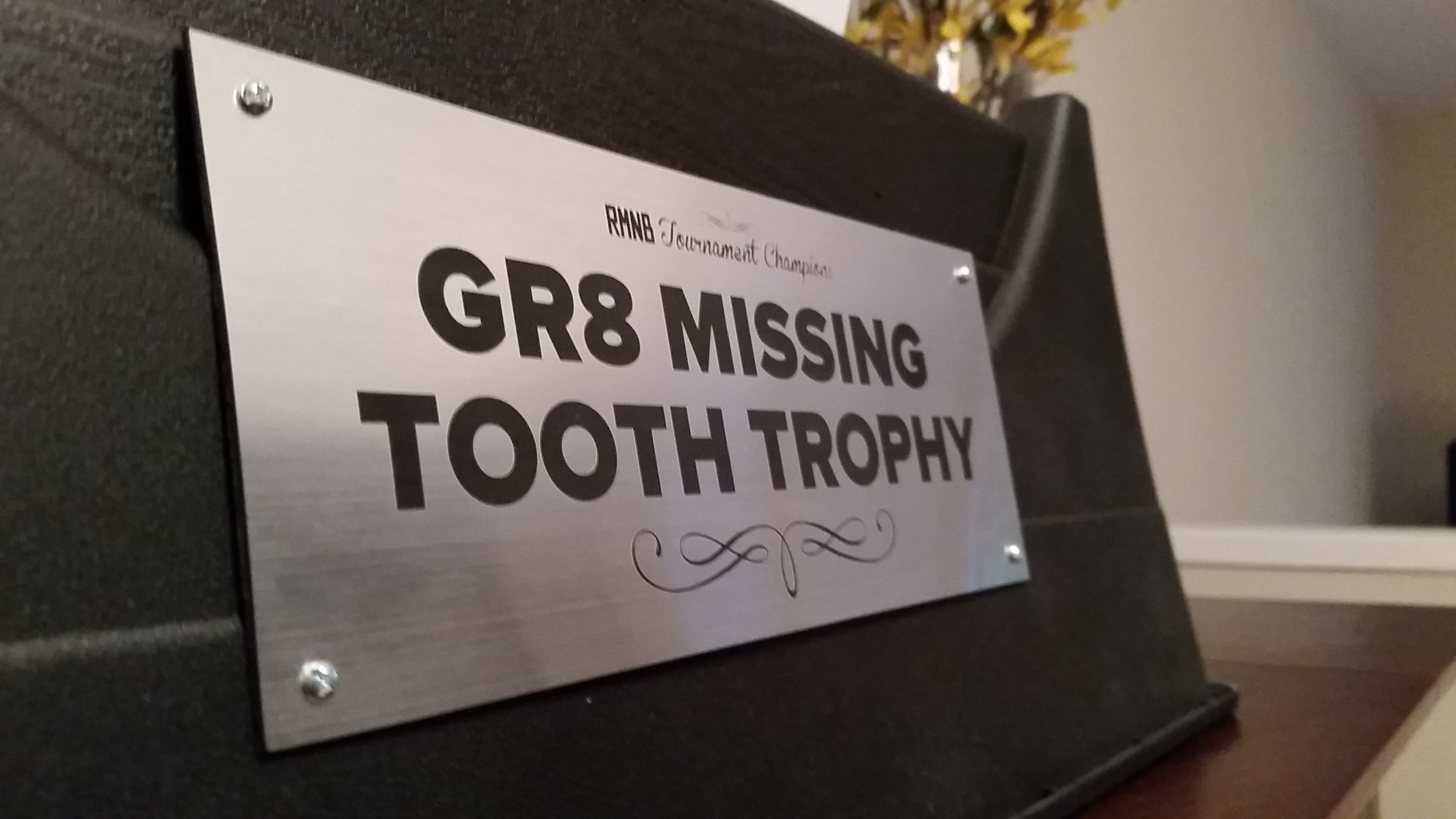 gr8-missing-tooth-trophy-detail