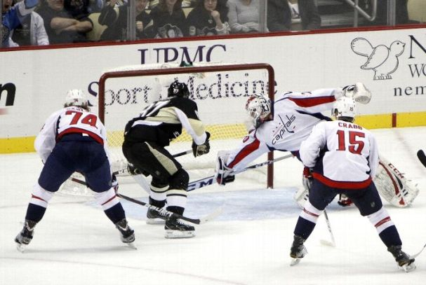 holtby-paddle-save
