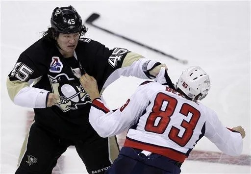 Jay Beagle fights Aaron Asham