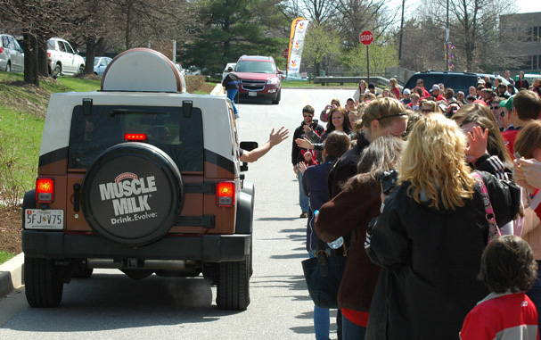 mike-green-arrives-in-muscle-milk-truck