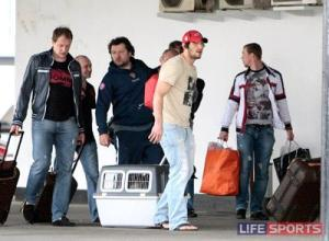 Alex Ovechkin arrives home in Russia with his new dog Gera.