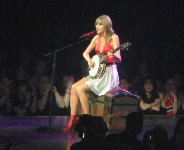 taylor-swift-dc-red