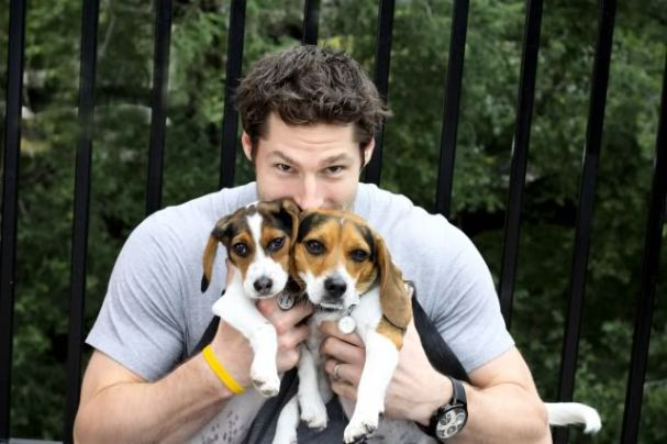 Troy Brouwer dogs