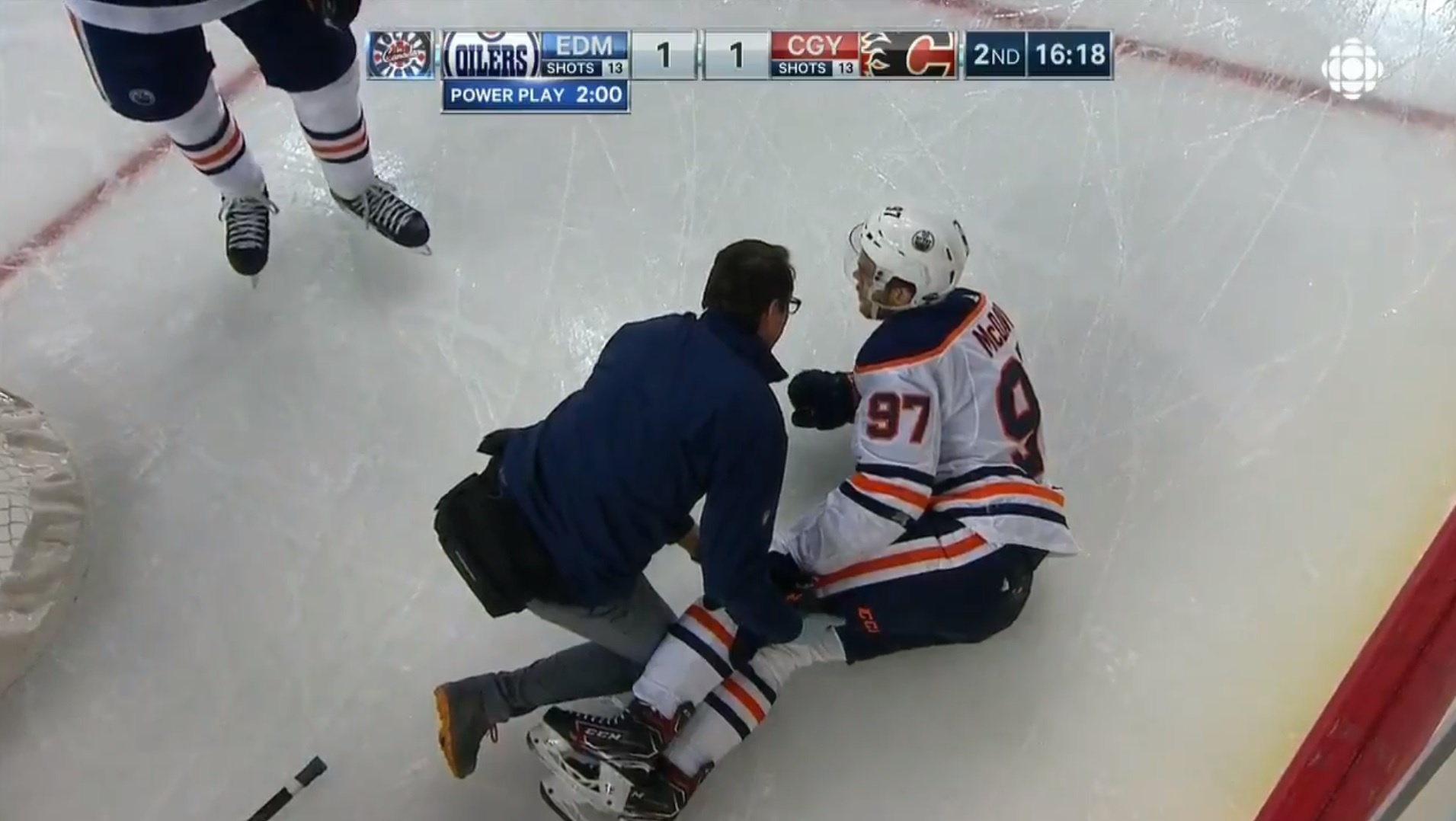 Oilers' McDavid leaves finale with left leg injury