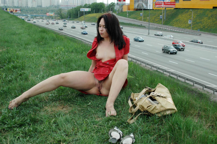 Beautiful brunette fucks herself with a vibrator next to the highway