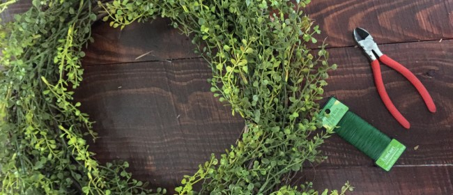 Quick & Simple DIY Boxwood Wreath