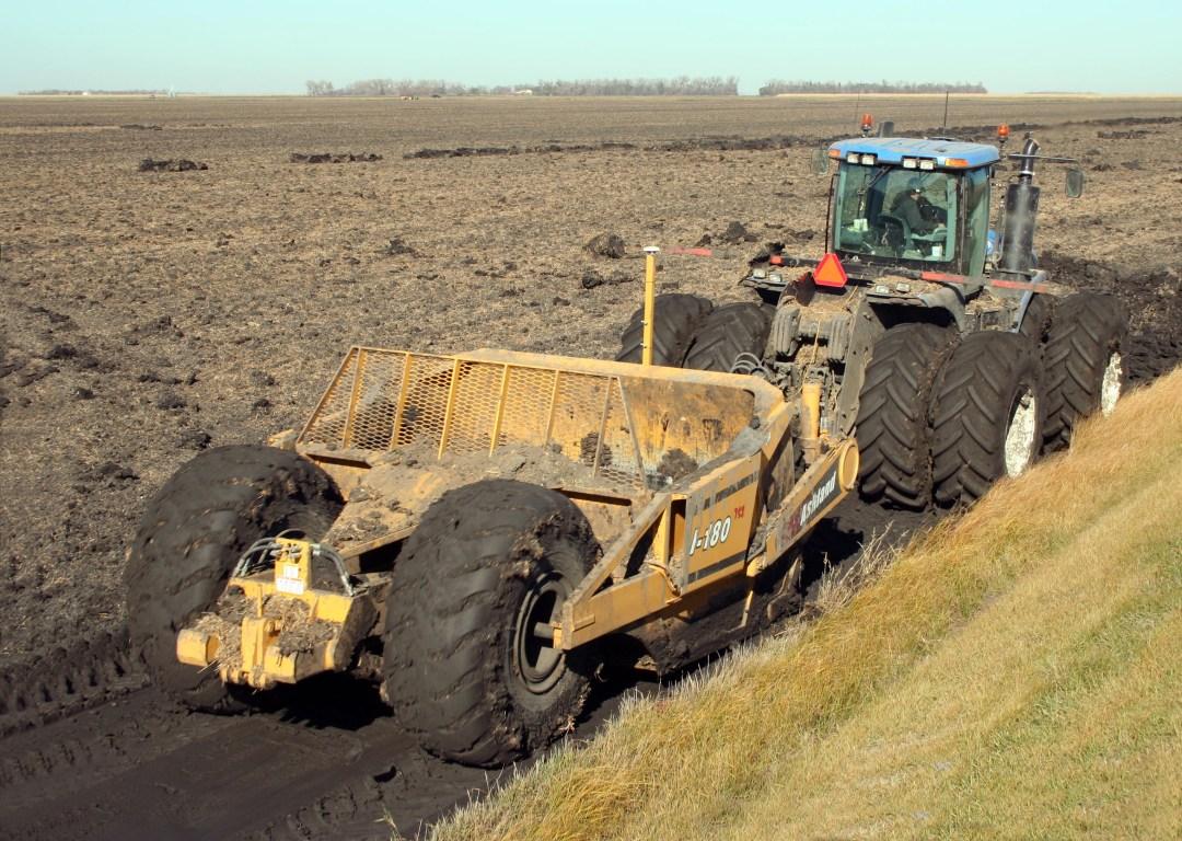 Tractor pulling Ashland I-180TS2 scraper for ditching
