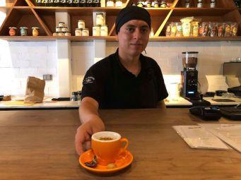 Renzo Arangov, barista del café Julieta en San Isidro.
