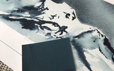 """""""Rom for tid"""" med veggfargen """"Industrial Blue"""" fra Jotun"""