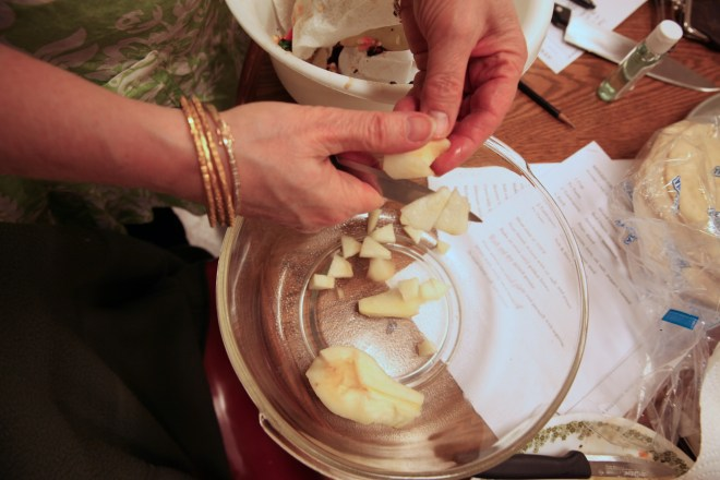 slicing pears