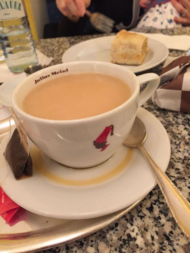 tea and apple studel