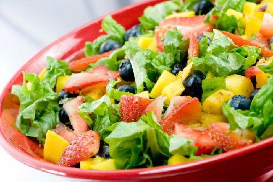 Ricas ensaladas para cenar - Como preparar una cena saludable ...