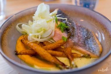 Plat : truite saumonée, carotte, fenouil, aneth, sauce citron