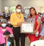 Fundación Calglaxinton reconoce a la doctora Seleyda Lorenzo