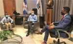 Alcalde Manuel Jiménez recibe visita de Roni, un niño muy especial