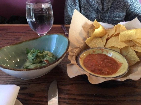 chips and guacamole:salsa