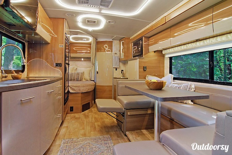 luxury rv rental chicago IL