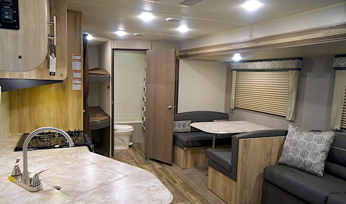 Coachmen Catalina 261BHS int