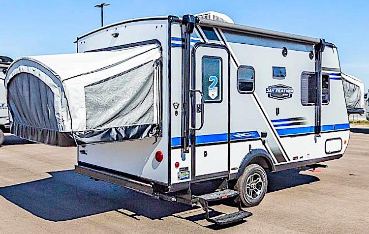 Jayco Jayfeather X17Z hybrid travel trailer