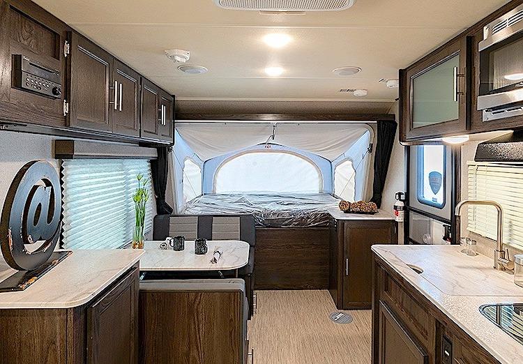 Kodiak Cub 179E hybrid travel trailer int