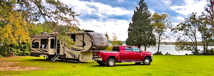 RV Campgrounds vs Boondocking Pros and Cons lots of space