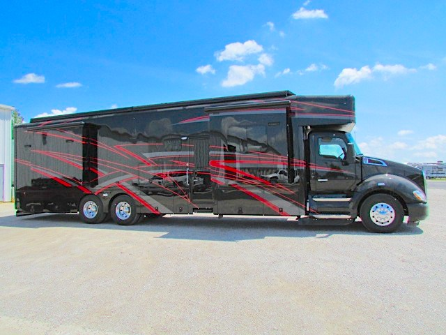 Show Hauler Super C Motorhome with Toy Hauler Garage